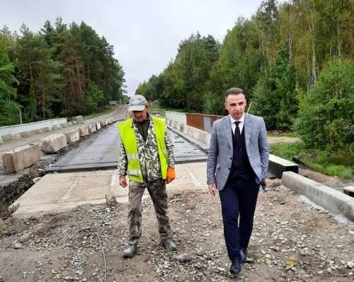 Юрій Денисовець проінспектував ремонт мосту у Коростишівській громаді